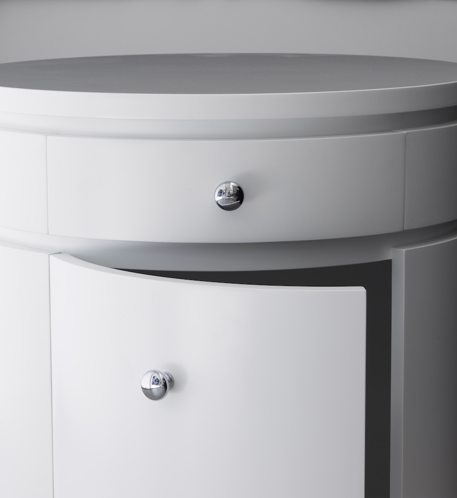 Blanche ronde white drum round bedside table james for Table blanche ronde ikea